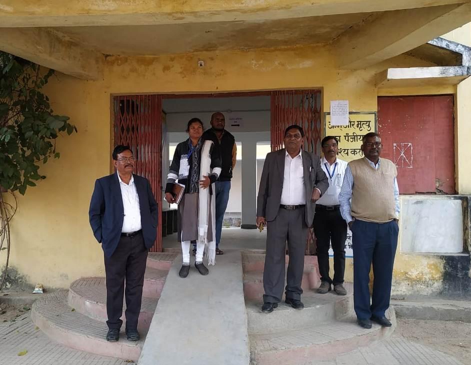 कोतबा में स्ट्रांग रूम एवं मतदान केन्द्रों का प्रेक्षक ने किया मुआयना